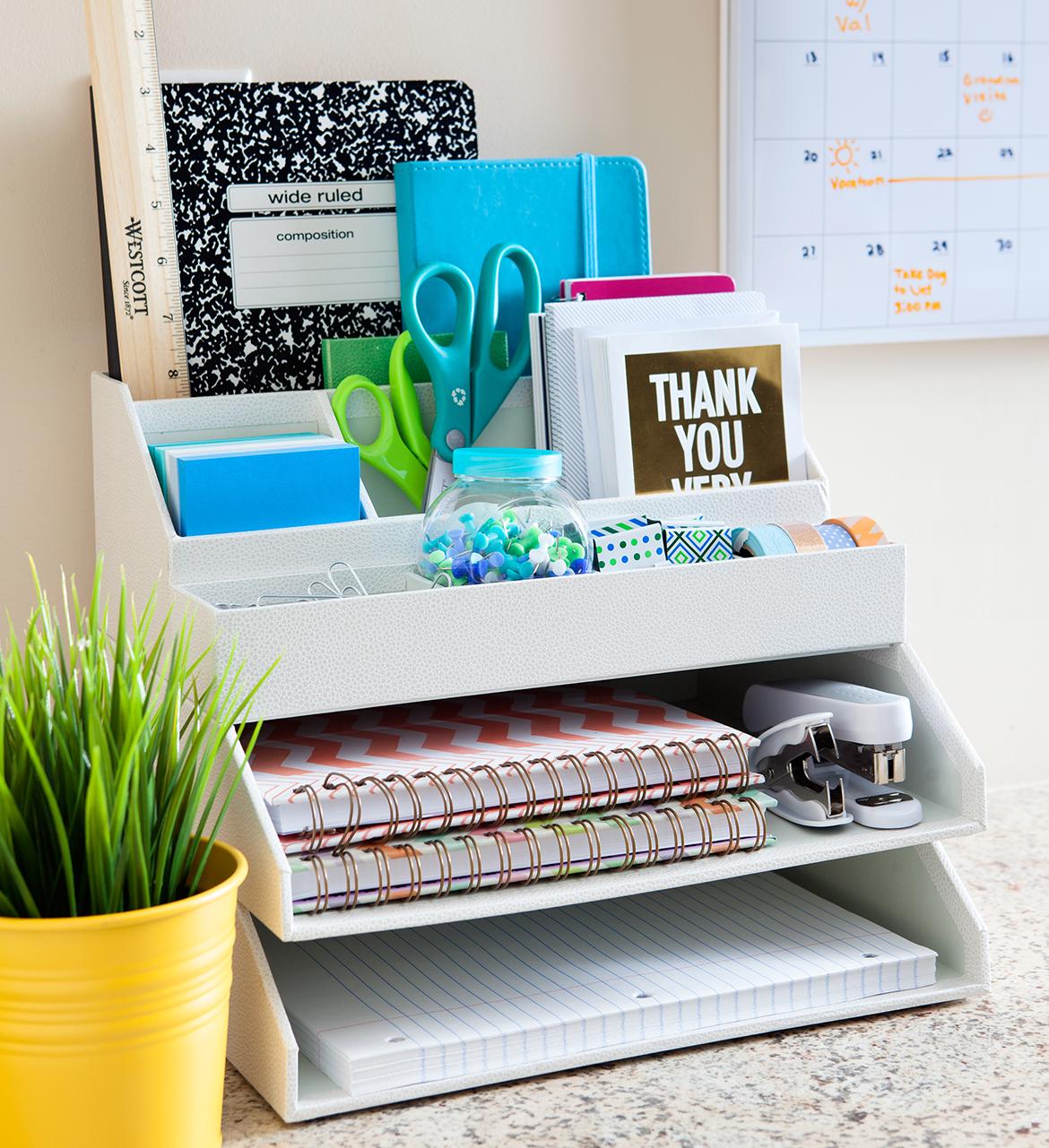 organize minha casa como organizar a mesa de trabalho escrivaninha. Black Bedroom Furniture Sets. Home Design Ideas
